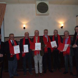 Folgende Personen sind von links nach rechts abgebildet: SPD-Vorsitzender Bernd Stracke, Hans Joachim Langenbach (40 Jahre), Karl Bissen (40 Jahre), Dr. Jürgen Hammerstein (40 Jahre), Wilfried Pohler (40 Jahre), Uwe Hartung (25 Jahre), Reinhard Seibert (4