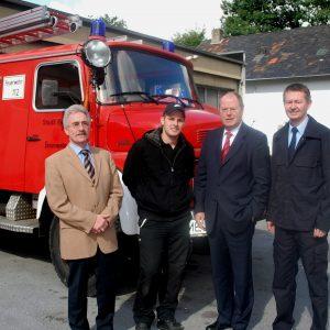 Im Rahmen eines Wahlkreisbesuchs informierte sich Bundestagsabgeordneter Peer Steinbrück bei der Haaner Feuerwehr über den geplanten Neubau